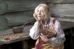 Инну Чурикову госпитализировали после падения со сцены